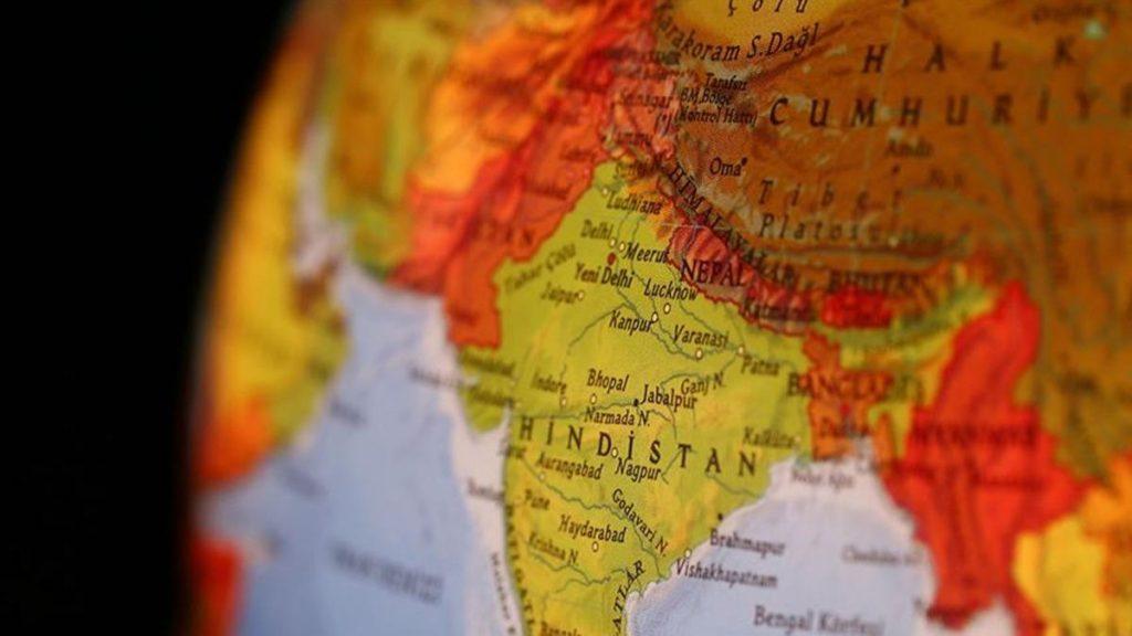 Hindistan'da askeri uçak düştü! 1 ölü