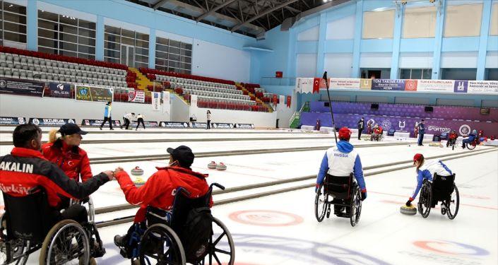 Türkiye ile Rusya'nın tekerlekli sandalye curling milli takımları kampta